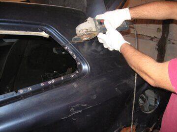 демонтаж заднего крыла автомобиля